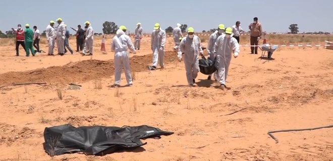 В Ливии нашли восемь свежих братских могил с похороненными заживо людьми