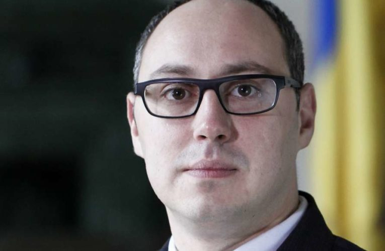 Зеленский  уволил «тройного агента»