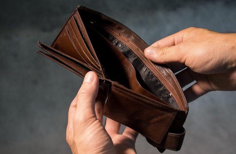 Кабмин штопает бюджетные дыры за счет новых долгов