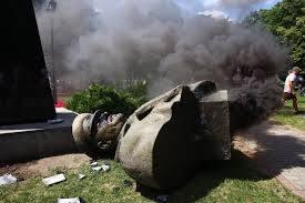 БЮТовец бросился на защиту памятников маршалу Жукову