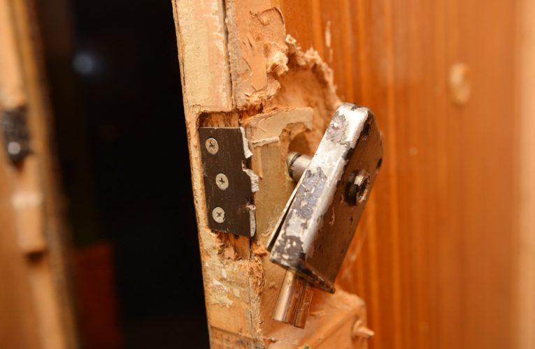 Коммунальщикам разрешат врываться в квартиры украинцев