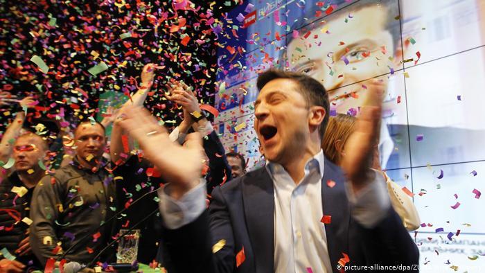 Слуги народа не видят катастрофы в падении рейтинга партии