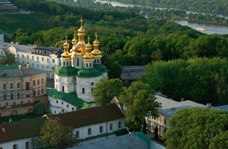Социологи выяснили отношение украинцев к крупнейшим церквям