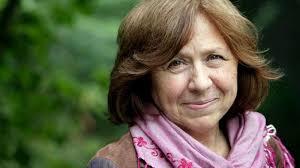 В Білорусі Світлану Алексієвич допитали через протести. Вона попросила допомоги в Путіна