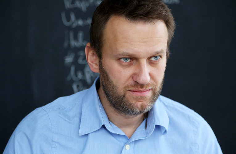 Навальний почав сам писати в соцмережах