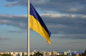 Самый большой флаг Украины продержался три дня