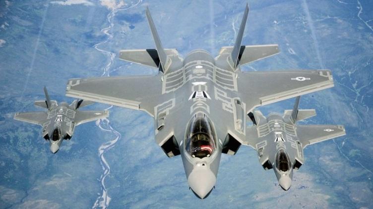 Шесть военных самолетов РФ перехватили американские ВВС у берегов Аляски