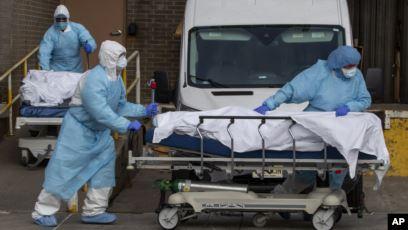В мире количество умерших от коронавируса приближается к миллиону