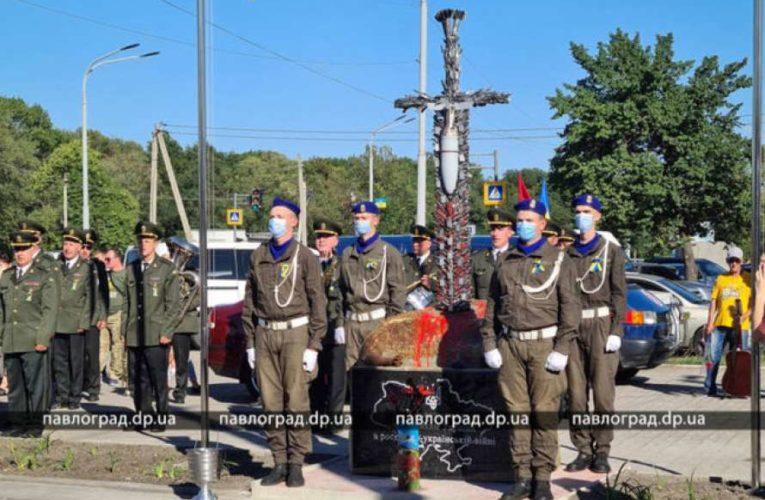Необычный памятник участникам войны на Донбассе открыли на Днепропетровщине