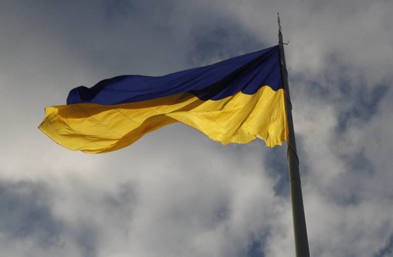 Кличко опроверг информацию о якобы повреждении поднятого 22 августа самого большого флага Украины