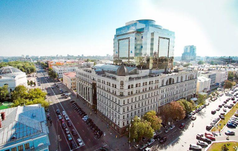 В Киеве захватили заложников в банке