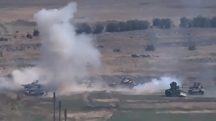 Азербайджан опубликовал видео, как с воздуха уничтожают резервистов Армении