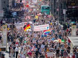 Европу захлестнули антикарантинные протесты