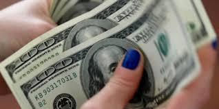 Украинцы активно продают доллары