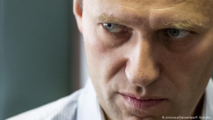 Навальный должен был умереть в самолете