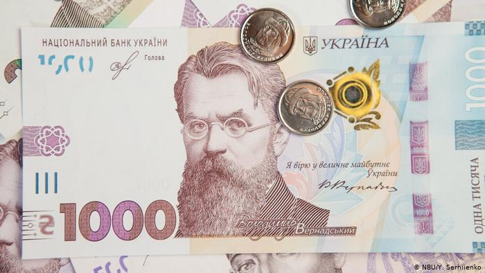 Гривня ослабла до долара і євро