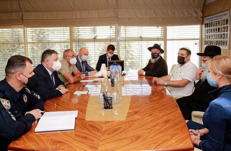 Арсен Аваков провів зустріч із представниками хасидської спільноти щодо ситуації з паломництвом до Умані