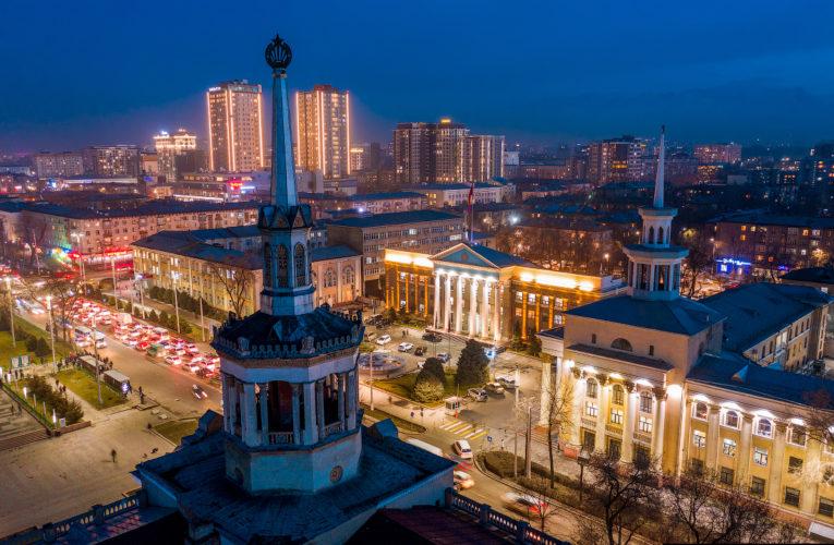 Один человек скончался, почти 600 пострадали в результате беспорядков в Бишкеке