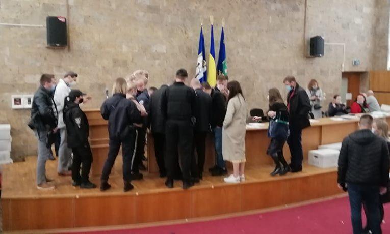 В Дарницком районе предотвратили фальсификацию на двух избирательных участках