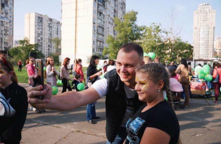 Кандидат в Киевсовет от «Слуги народа» Евгений Кузьменко на Оболони провел встречу с избирателями (ФОТО)