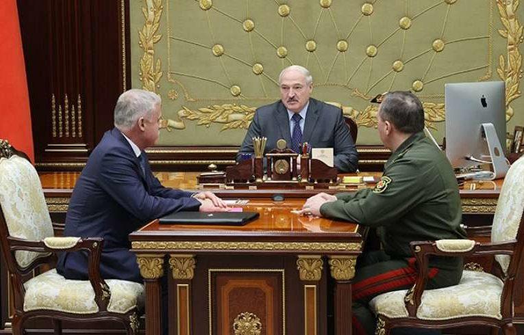 """Лукашенко: Минску удалось показать, что он имеет """"хороший кулак"""""""
