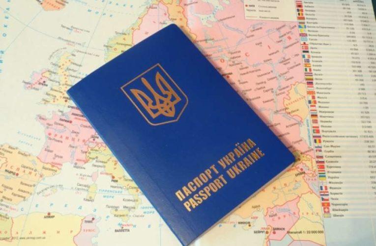 Украина начала упрощение процедуры получения паспортов жителями оккупированного Крыма