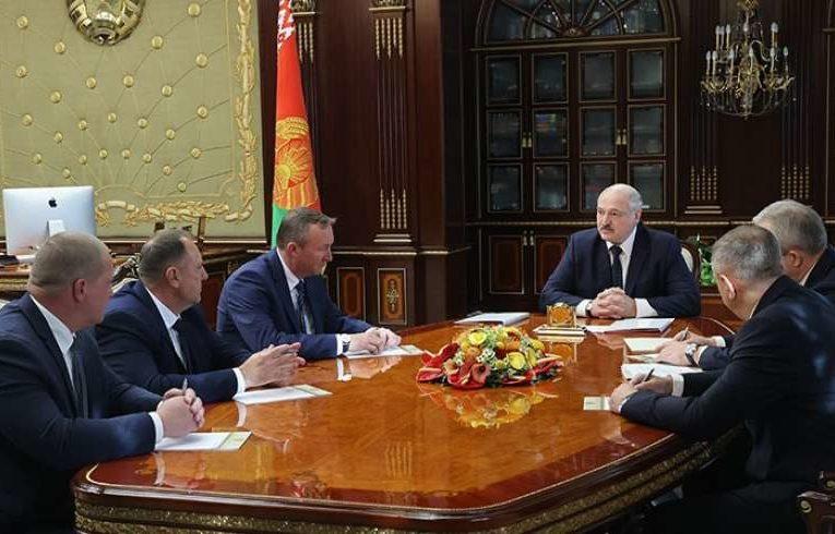 Лукашенко завил о смене тактики против протестующих