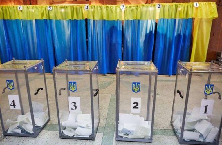 В Умани фиксируют фальсификацию на выборах мера на избирательных участках с людьми НСП