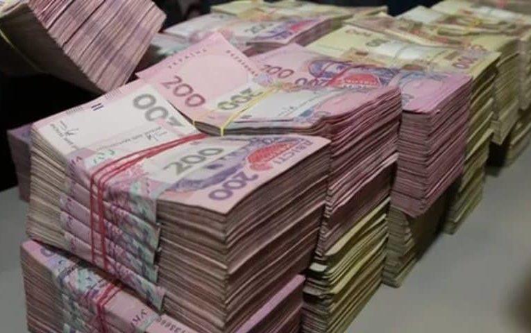 В Украине увеличили зарплаты чиновникам с 47 тыс. грн до миллиона
