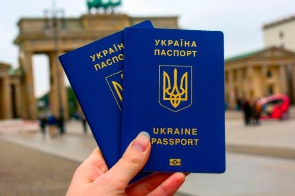 ЕС снова угрожает отменить безвиз с Украиной