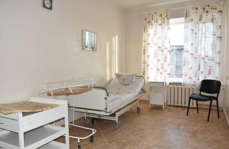 В Луцке роддом могут перепрофилировать в COVID-госпиталь. Врачи против – перекрыли дорогу