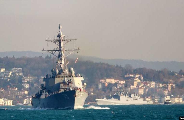 Ракетный эсминец США  взял курс на Черное море