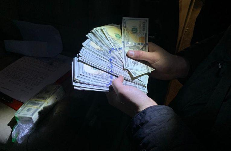 Правоохоронці перекрили канал збуту фальшивих американських доларів у Києві