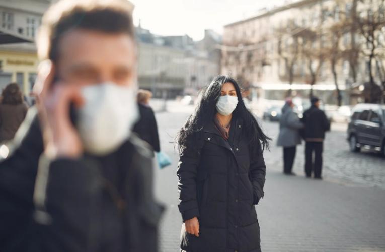 «Главное – жизнь и здоровье людей!». Украинцы готовы прививаться российской вакциной от коронавируса