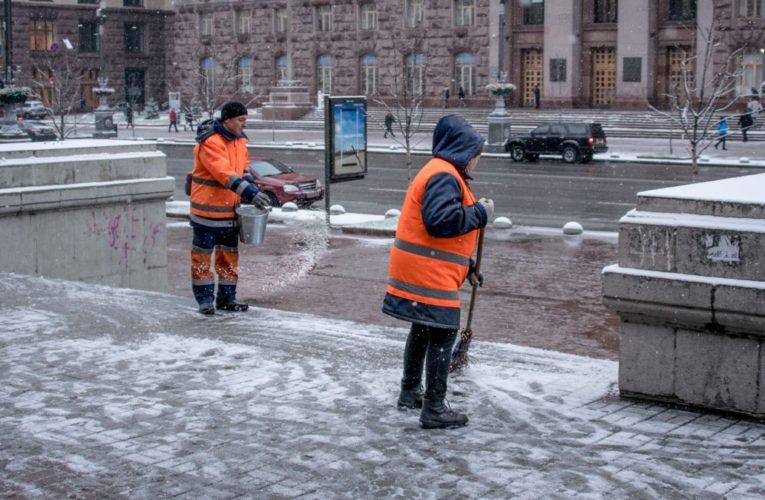 В Киеве для ликвидации последствий непогоды привлекли всех коммунальщиков
