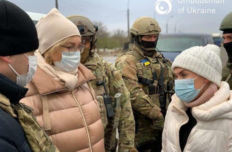 Денисова на КВПП провела переговоры по обмену пленными