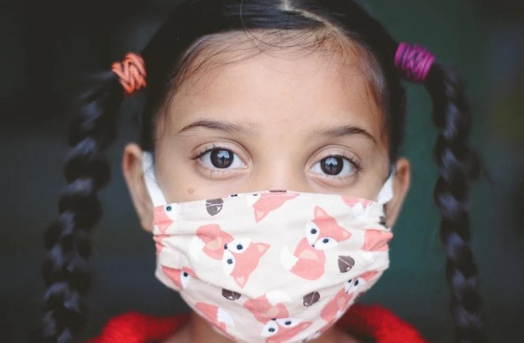 В Украине начнут штрафовать за неправильно надетые маски