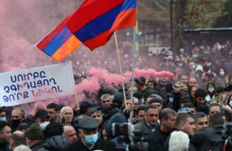 Армяне выдвинули Пашиняну коллективный ультиматум