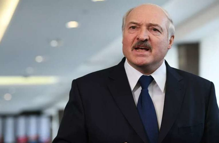 Лукашенко поручил устроить на работу всех «тунеядцев»