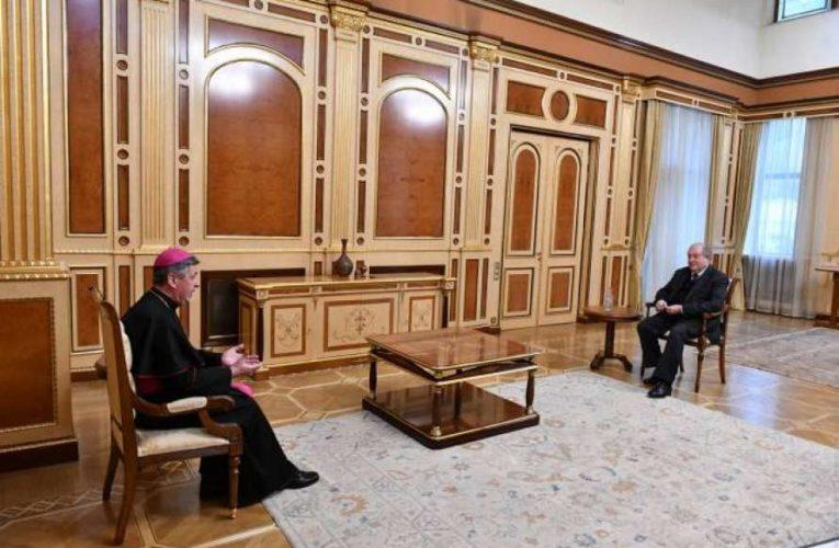 Армения попросила помощи у Ватикана