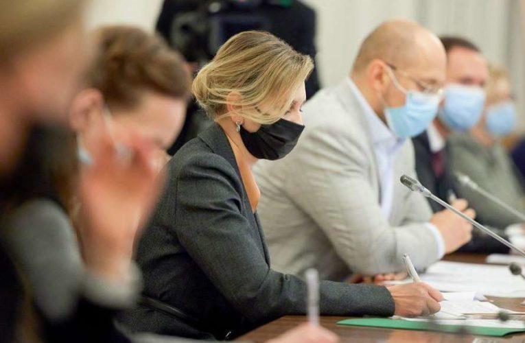 Жена президента приняла участие в совещании Кабинета министров