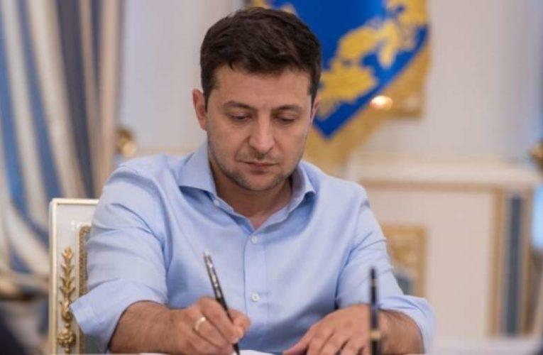 Зеленский устроил массовые чистки региональных чиновников