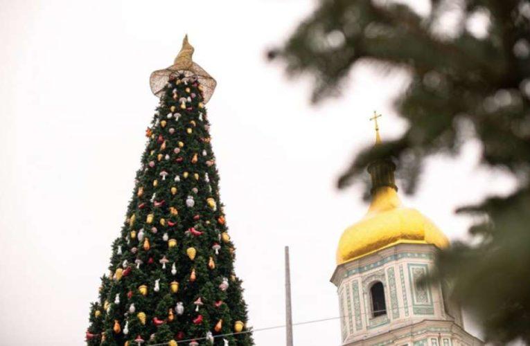 Стало известно, сколько потратили украинские города на подготовку к новогодним праздникам