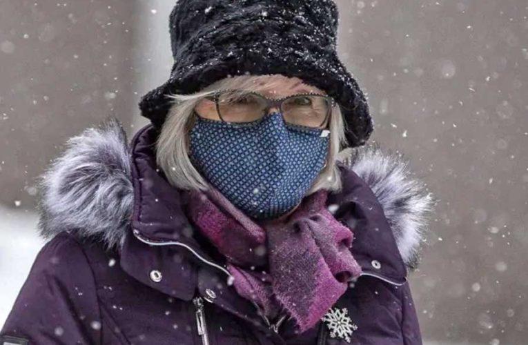 Врач объяснил, как правильно носить маски зимой