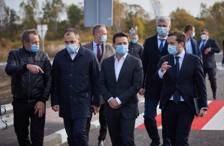 Зеленский рассказал, почему дороги строят во время пандемии