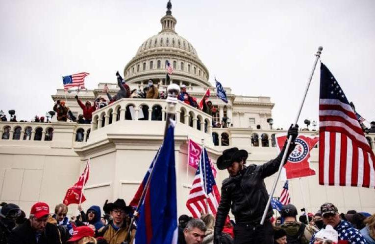 Спецслужбы США установили имена 400 нападавших на Капитолий