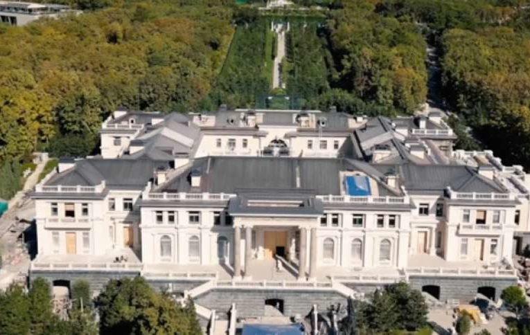Владелец «дворца» в Геленджике раскрыл себя