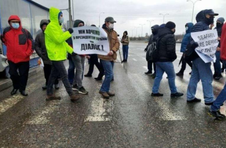 Протестующие моряки заблокирована трассу Одесса-Киев