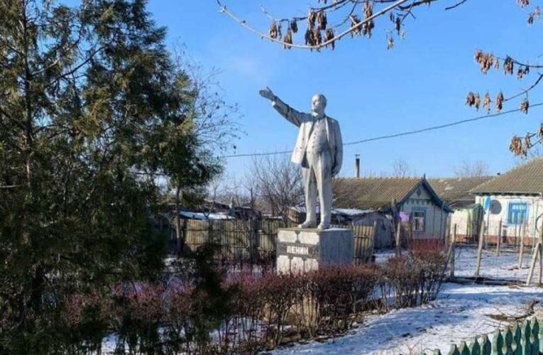 В Украине уничтожили последний памятник Ленину (Фото)