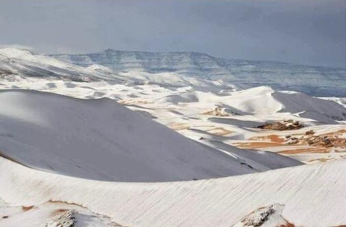 В пустыне Сахара выпал снег (Фото,видео)